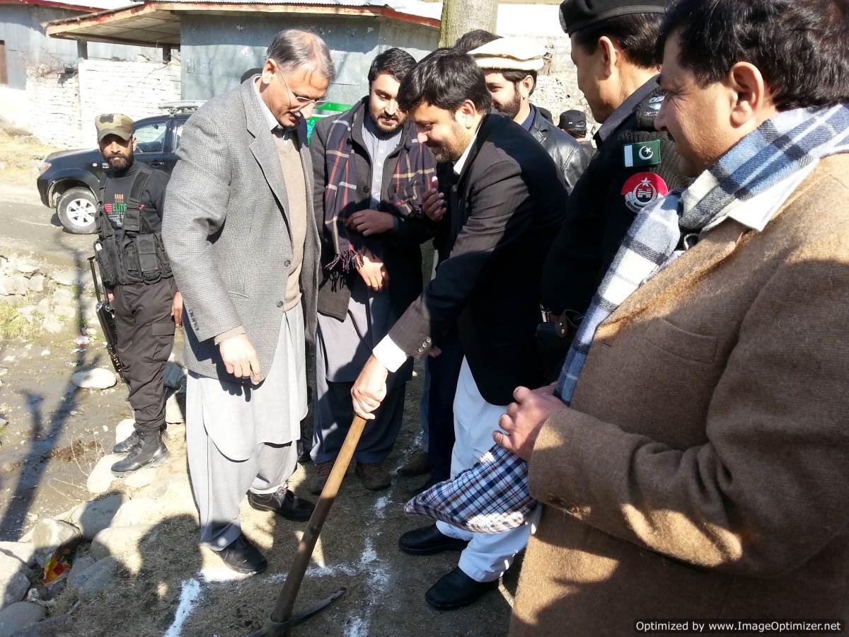 commissioner-hazara-and-deputy-commissioner-batgram-inaugurating-micro-hydel-project-in-allai