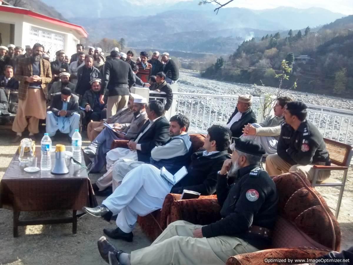 deputy-commissioner-batgram-discussing-mhp-project-in-allai-batgram