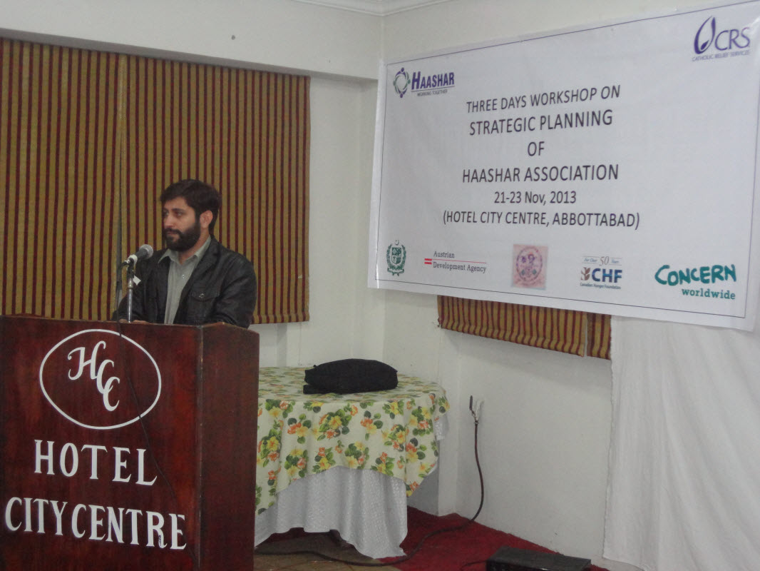 ceo-anees-ahmad-khan-adressing-the-strategic-planning-particpants